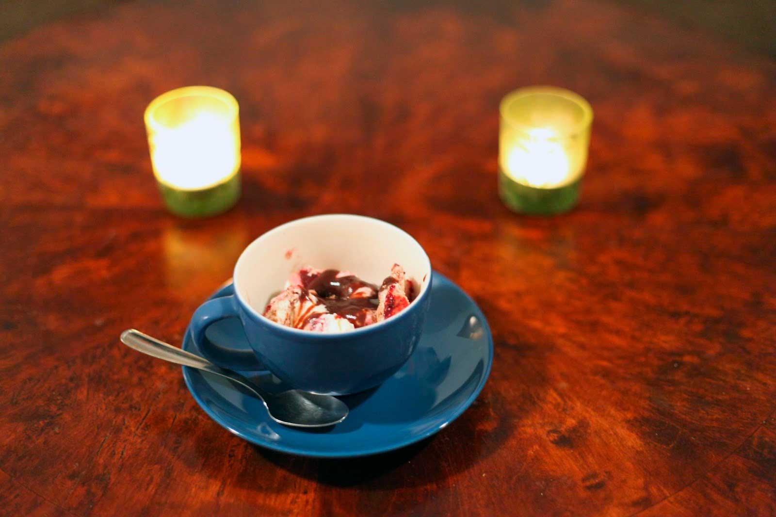 suklaakastiketta jäätelössä